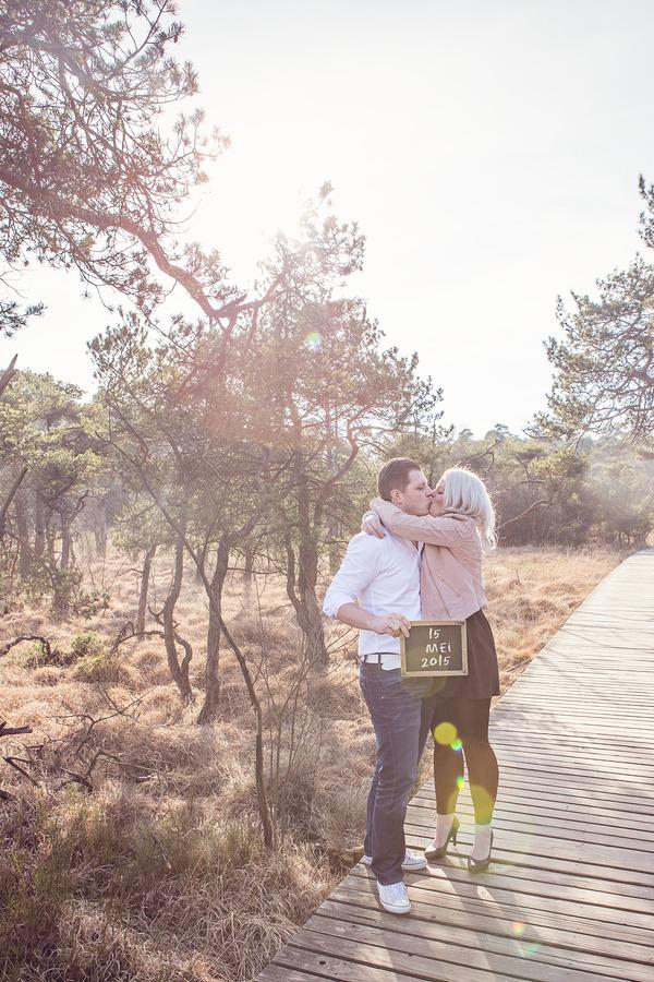 pre wedding loveshoot delden landgoed twickel vlonderpad golden hour