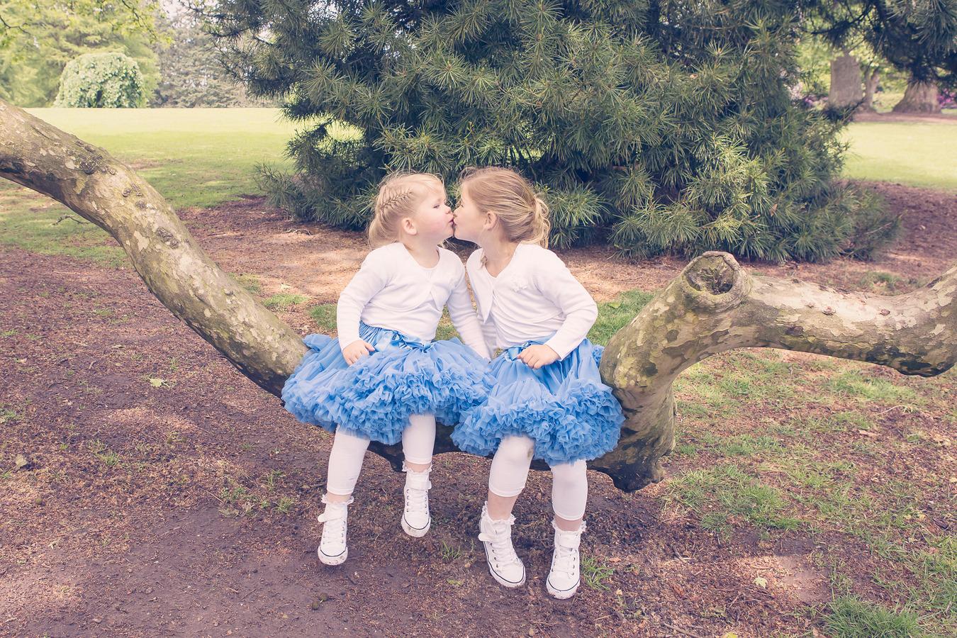 sisterlove zusjes kusjes bij de engelse tuin oldenzaal