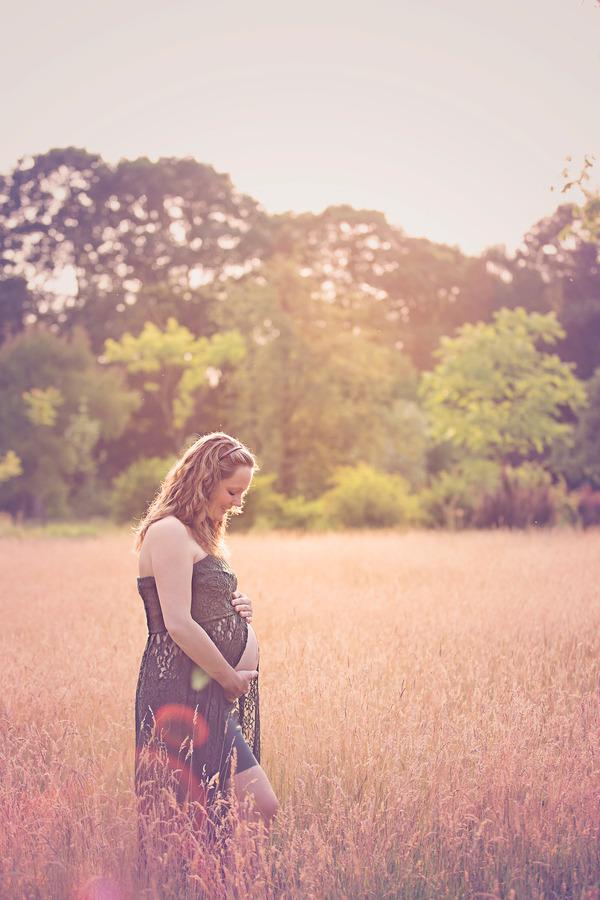 zwangerschapsshoot exclusieve jurk golden hour arboretum de lutte